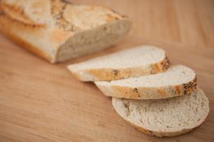 Sliced baguetteの写真素材 [FYI00486569]
