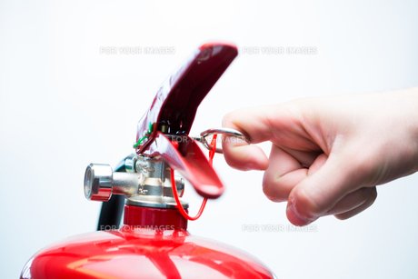 Pulling pin of fire extinguisherの写真素材 [FYI00486607]
