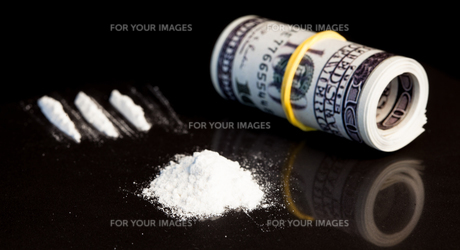 Money and drugsの写真素材 [FYI00486625]