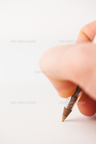 Man writing with biroの写真素材 [FYI00486630]