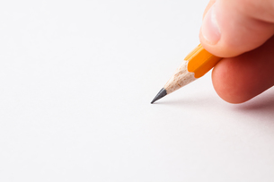 Man writing with pencilの写真素材 [FYI00486631]