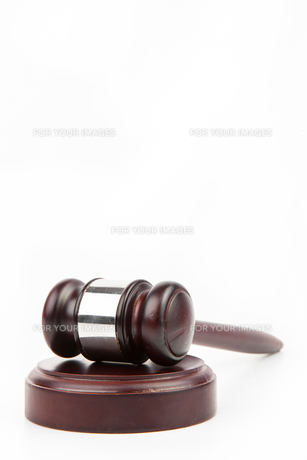 Wooden hammer and gavelの写真素材 [FYI00486658]