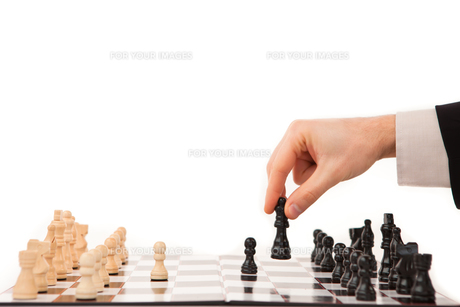 Hand moving a chessmanの素材 [FYI00486666]