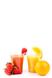 Strawberry and orange drinksの素材 [FYI00486678]