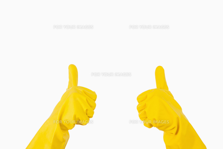 Gloves showing thumbs upの素材 [FYI00486721]