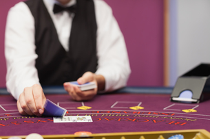 Dealer dealing cards in a casinoの写真素材 [FYI00486765]
