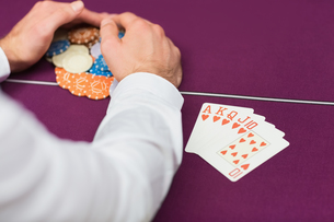Man winning at poker with royal flushの写真素材 [FYI00486778]