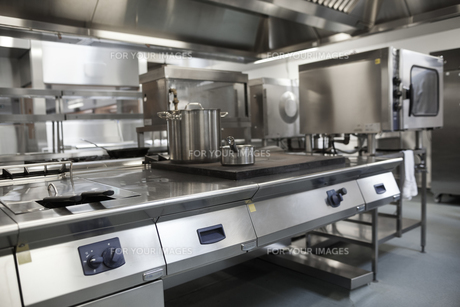 Picture of fully equipped professional kitchenの写真素材 [FYI00486806]