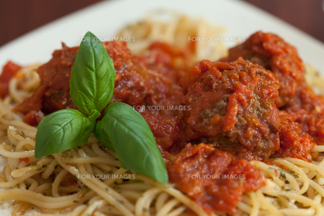 Close up of spaghetti and meatballsの素材 [FYI00486826]