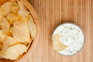 A bowl of chips and a bowl of dip side by sideの素材 [FYI00486898]
