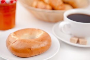 Doughnut and a cup of coffee on white plates with sugar and milkの写真素材 [FYI00486925]