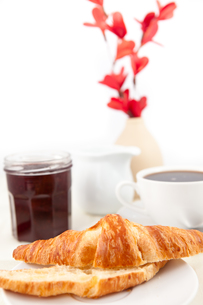Breakfast with a bisected croissantの写真素材 [FYI00486981]