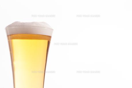 Half glass full of glass and foamの写真素材 [FYI00487014]
