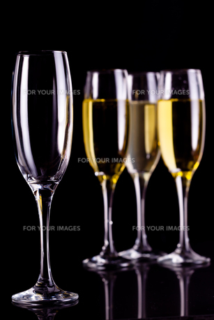 Three full glasses of champagne and one emptyの素材 [FYI00487037]