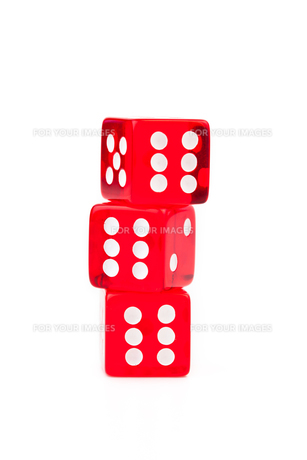 Three dices stackedの写真素材 [FYI00487049]