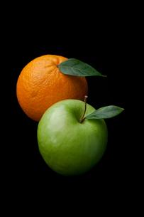 Orange and apple fruitsの写真素材 [FYI00487083]
