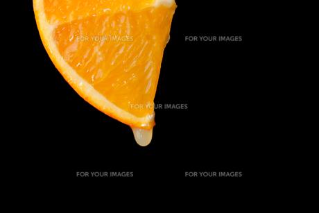 Slice of orangeの写真素材 [FYI00487117]