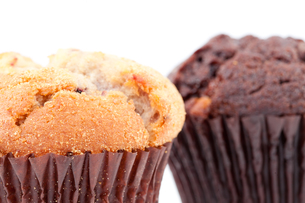 Close up of a regular muffin and a chocolate muffinの写真素材 [FYI00487128]