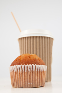 Muffin and cup of tea placed togetherの素材 [FYI00487132]