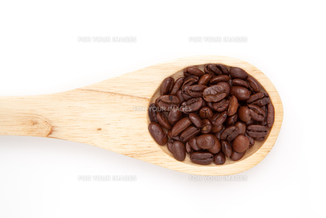 Wooden spoon with coffee seedsの素材 [FYI00487166]