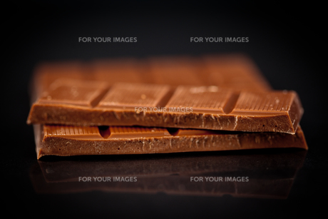 Blurred bar of chocolateの写真素材 [FYI00487171]