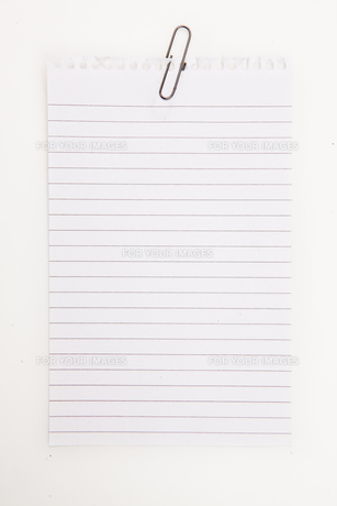 Blank page with grey paperclipの素材 [FYI00487174]