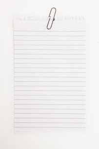 Blank page with grey paperclipの写真素材 [FYI00487174]