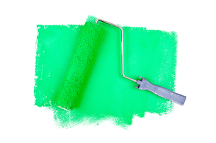Paint roller on green tracesの素材 [FYI00487206]