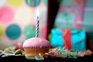 Birthday cup cakeの写真素材 [FYI00487219]