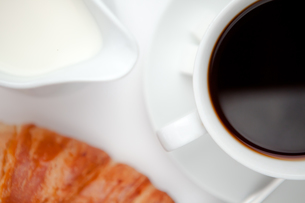 Coffee with croissantの写真素材 [FYI00487223]