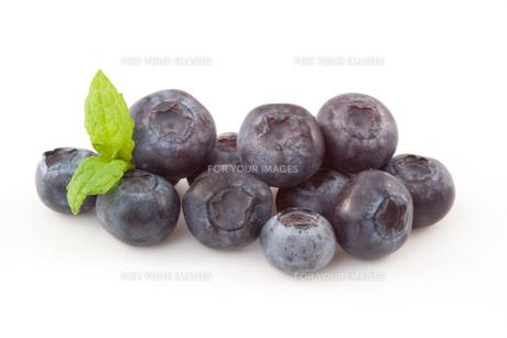 Blueberries isolatedの写真素材 [FYI00487252]