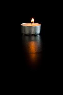 Lightened tea candleの写真素材 [FYI00487266]
