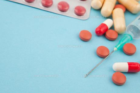 Syringe and spillsの写真素材 [FYI00487301]