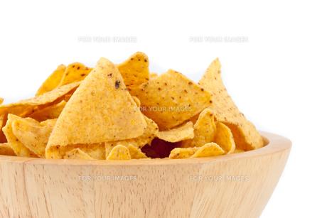 Bowl full of crispsの写真素材 [FYI00487315]