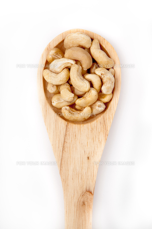 Wooden spoon with cashew nutsの素材 [FYI00487331]