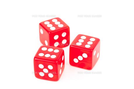 Three red dicesの素材 [FYI00487348]
