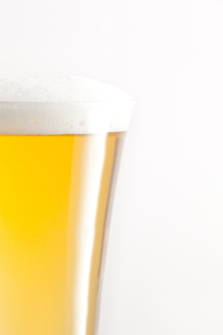 Glass full of beer and foamの写真素材 [FYI00487386]