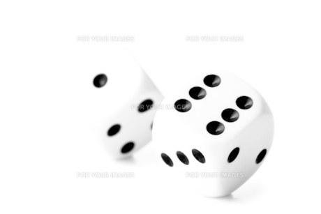 Two black and white dicesの写真素材 [FYI00487398]