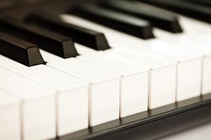 Keys of a pianoの写真素材 [FYI00487401]