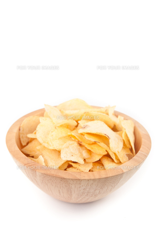 Crisps in a wooden bowlの素材 [FYI00487432]