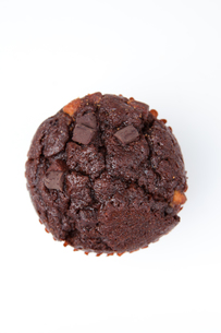 Extreme close up of a chocolate muffinの写真素材 [FYI00487458]