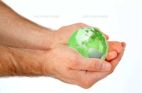 Masculine hands holding a 3d planet globeの写真素材 [FYI00487476]