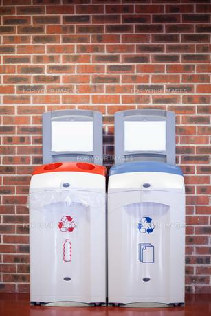 Portrait of recycling binsの写真素材 [FYI00487532]