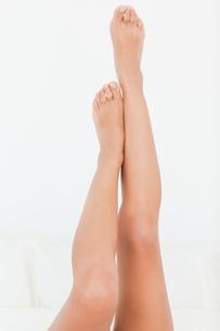 beautiful womans legs raised up highの写真素材 [FYI00487549]