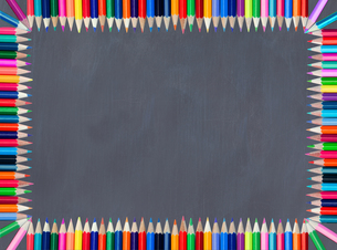 Blackboard framed with colored pencilの素材 [FYI00487573]