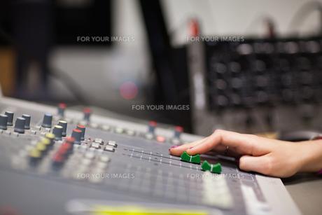 Hand setting the soundの素材 [FYI00487579]