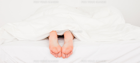 Two white feetの写真素材 [FYI00487603]