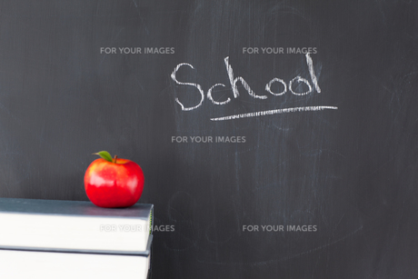 An apple some books and a blackboard withの素材 [FYI00487614]
