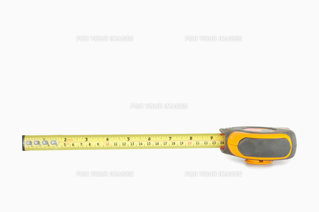 Yellow measuring tape partly unrolledの素材 [FYI00487616]