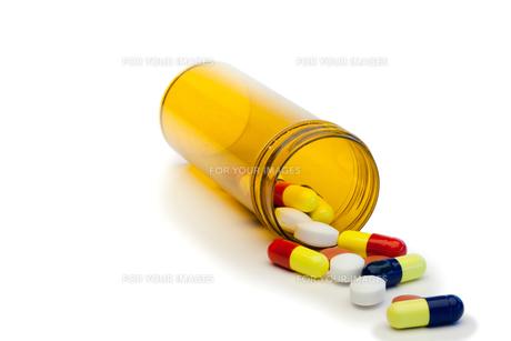 Spilled pillsの写真素材 [FYI00487643]